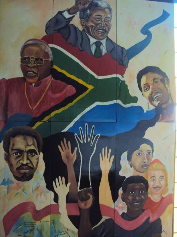 Mural con Mandela y Tutu en la Iglesia Regina Mundi en Soweto