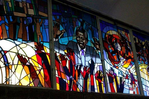 Vitral en la Iglesia Regina Mundi en Soweto