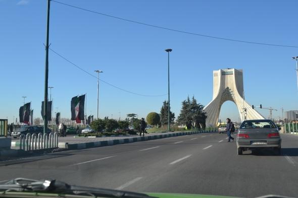 Llegando a la Torre Azadí
