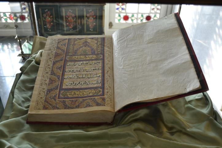 Corán personal del Sha de Irán en el Palacio de Niavarán en Teherán, Irán