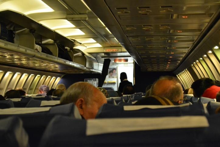 La foto es mala pero al fondo ven el cuadro con los 2 ayatollas y el interior del Boeing 727 que tanto me hizo sufrir de Teherán a Yereván.