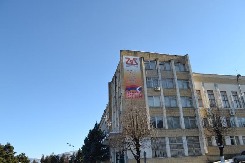 Oficinas del gobierno de Nagorno-Karabakh en la Plaza del Renacimiento de Stepanakert