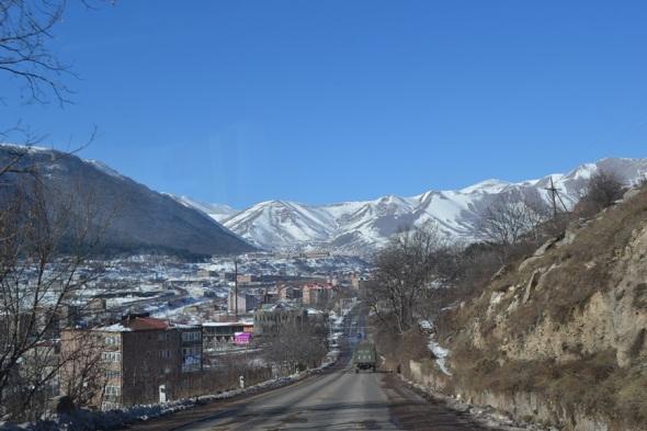 Ciudad de Goris en Armenia en la vía a Stepanakert