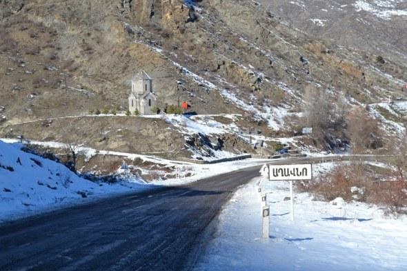 Bajando hacia la frontera entre Armenia y Nagorno-Karabakh