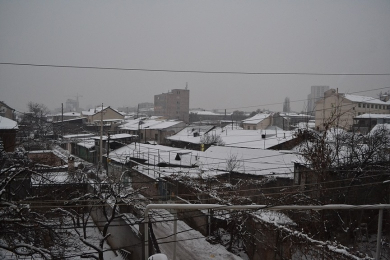Y así fue mi primera vista de Yereván de día desde la ventana de mi habitación