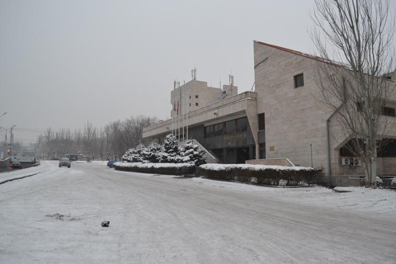 Restaurante en el Parque Circular en el límite exterior del centro de Yereván