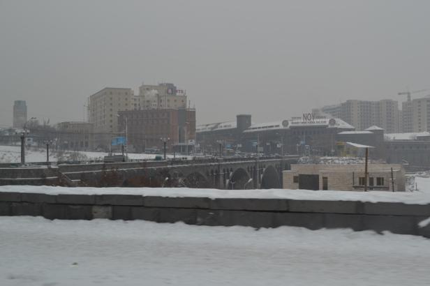 Centro de Yereván al otro lado del Río Hradzan
