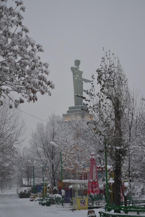 Estatua de la Madre Armenia en el Parque de la Victoria