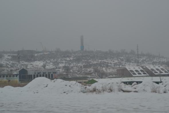 Obelisco del Museo del Genocidio Armenio visto desde Yereván