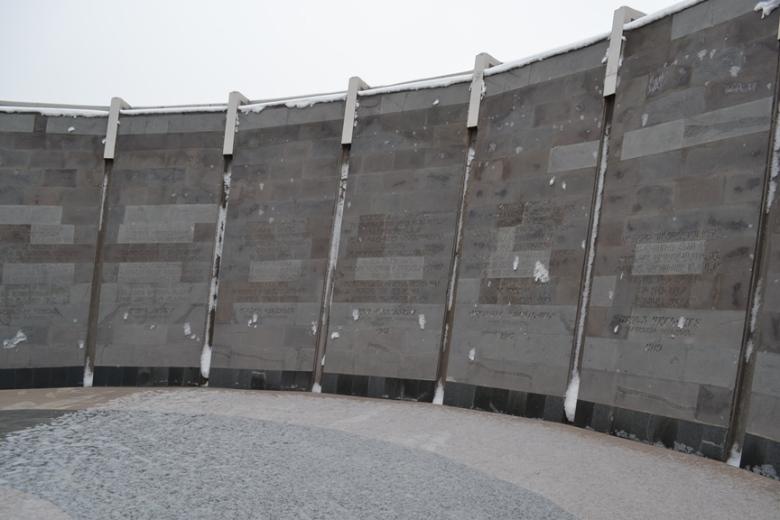 Muro que contiene las principales masacres cometidas durante el Genocidio Armenio