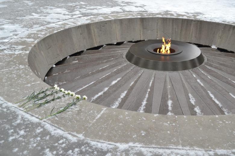 Llama eterna que conmemora el asesinato de 1.5 millones de armenios durante el Genocidio Armenio