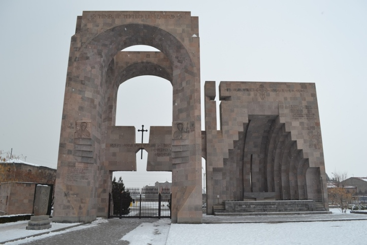 Entrada al complejo religioso de Etchmiadzin
