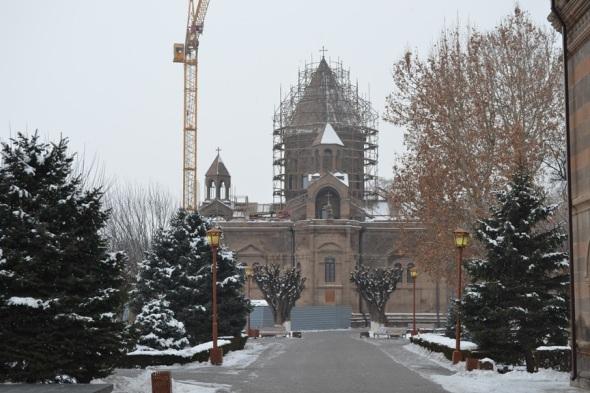 Catedral de Etchmiadzin en proceso de restauración