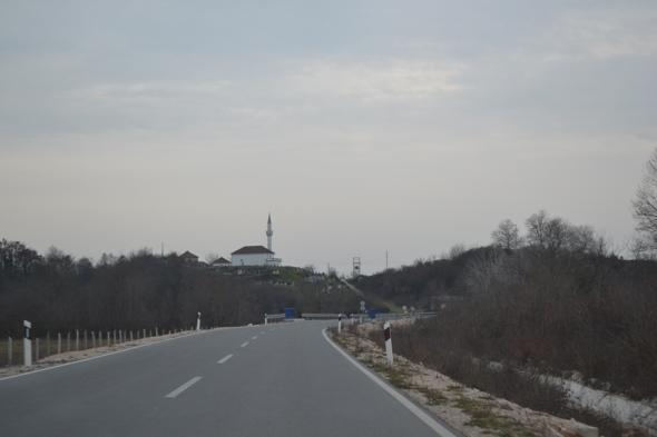 Carretera entre la frontera con Albania y Podgorica