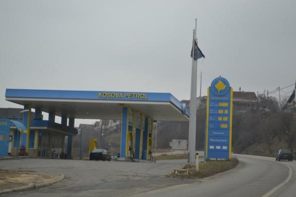 Y ahora una estación de gasolina kosovar
