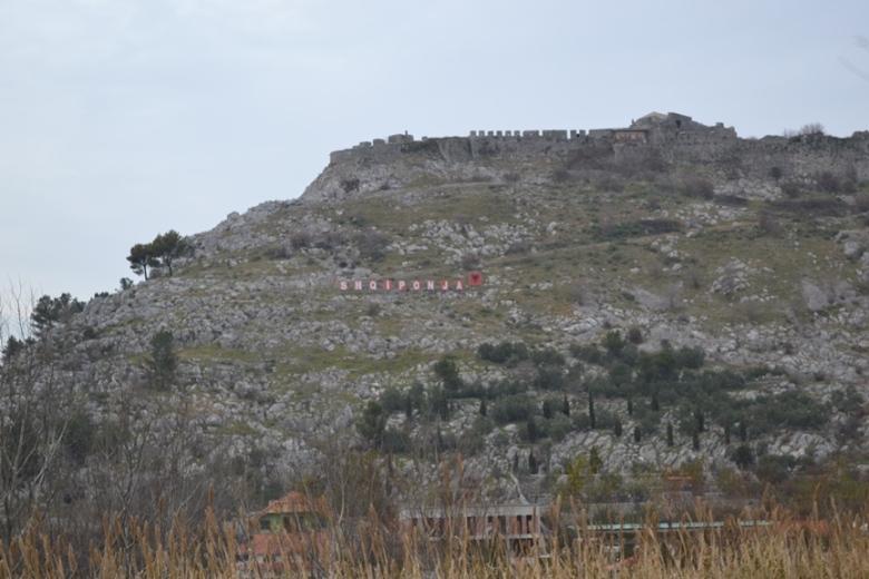 Castillo en algún lugar de Albania