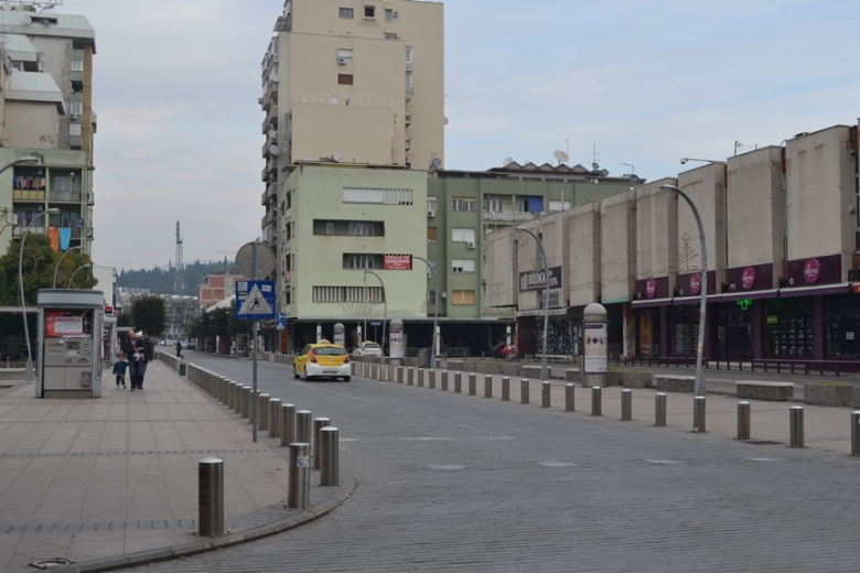 Edificios en el costado de la Plaza de la República en Podgorica