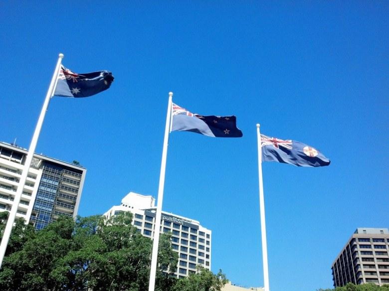 Banderas de Australia, Nueva Zelanda y Nueva Gales del Sur en Hyde Park, Sydney.