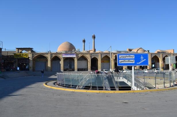 Mezquita Jameh vista desde el estacionamiento