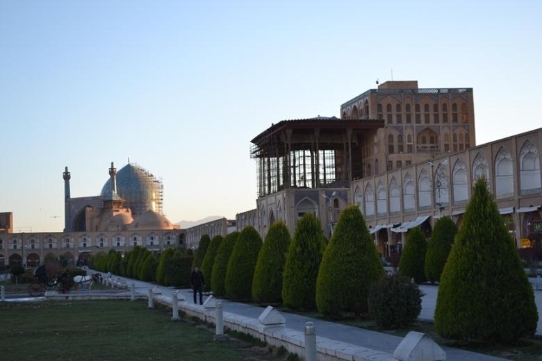 Mezquita del Sha y Palacio Ali Qapu en la Plaza Naqsh-e Jahan en Isfahán, Irán