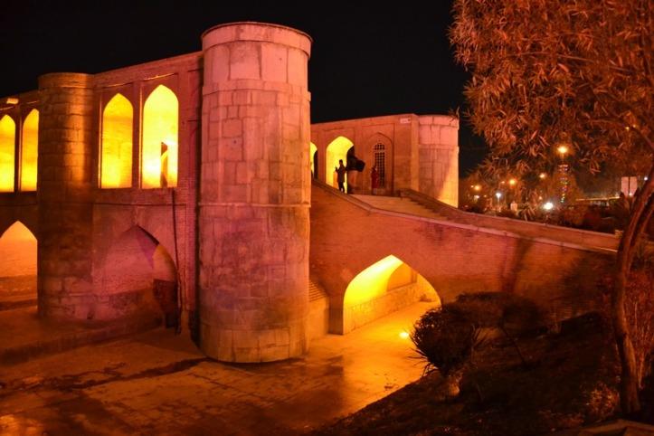 Puente Khaju