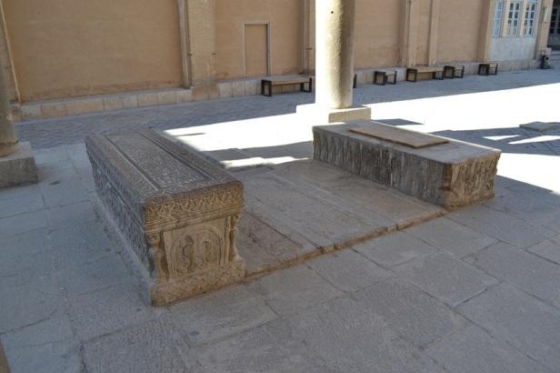 Tumbas en la Catedral de Vank