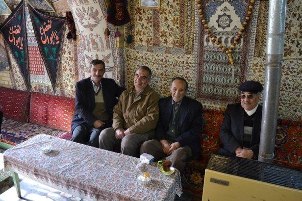 Nuestros anfitriones en el café en Isfahán