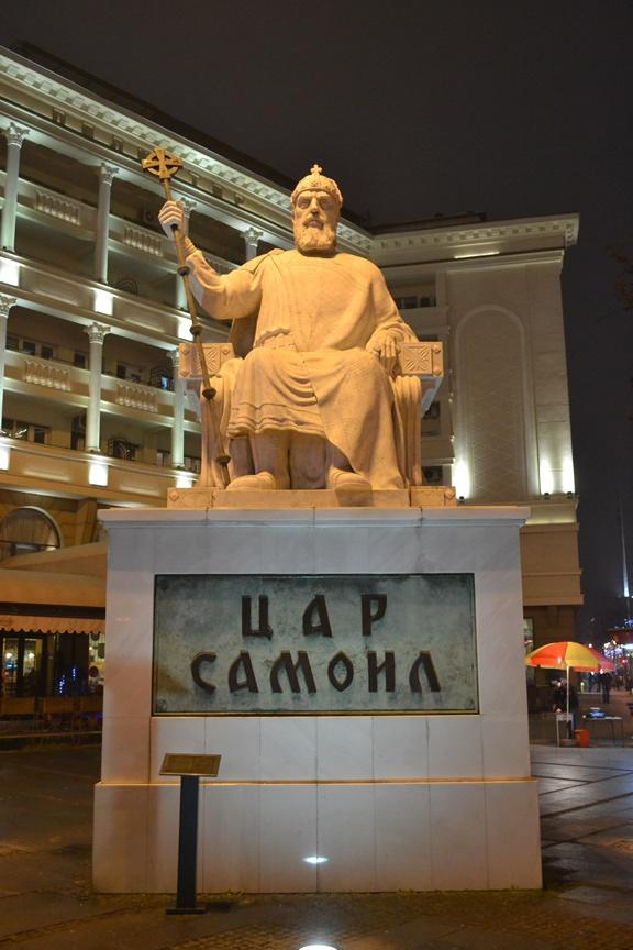Monumento al Zar Samuil en la Plaza Macedonia