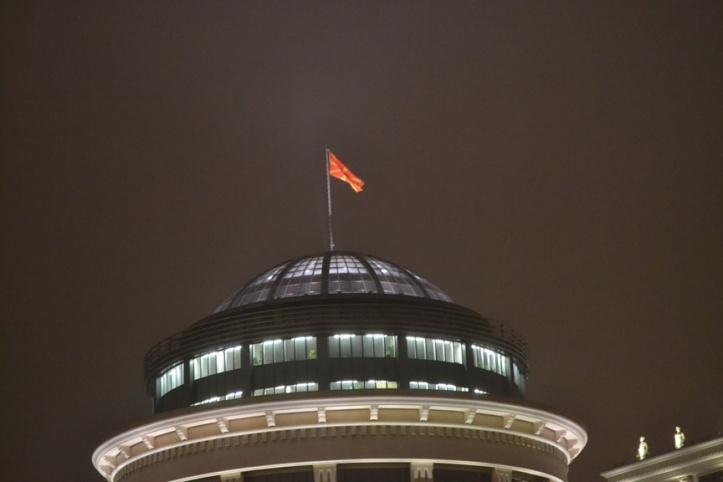 Bandera de Macedonia desde la Plaza