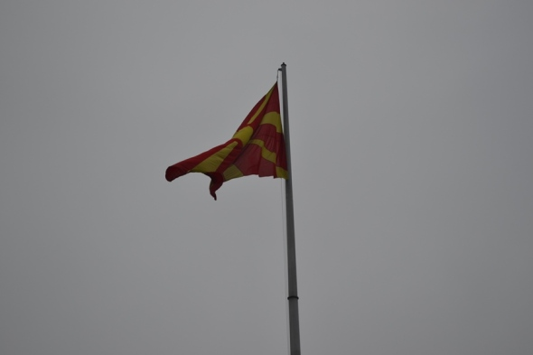 Bandera de Macedonia en la Plaza Macedonia