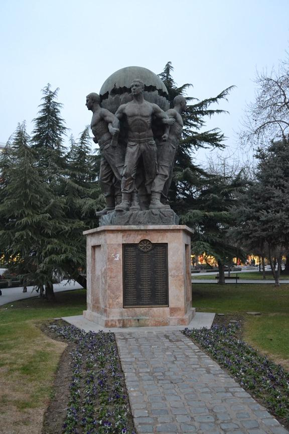 Monumento a los defensores de Macedonia