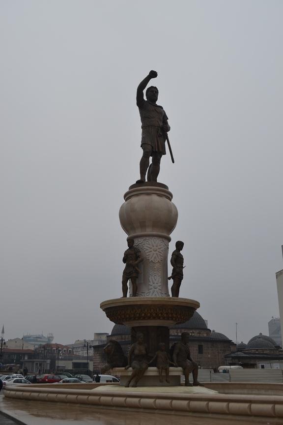 Y esta pequeña estatua de Felipe II de Macedonia sólo costó 2 millones de euros... nada más.