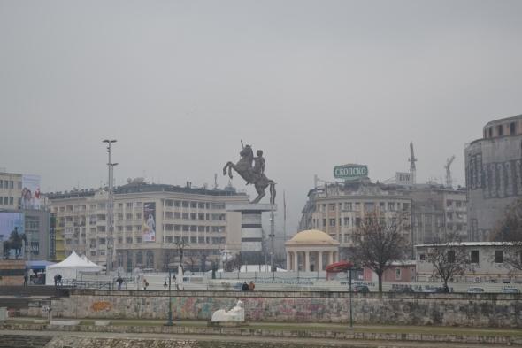 Plaza Macedonia vista desde el Teatro Nacional Macedonio