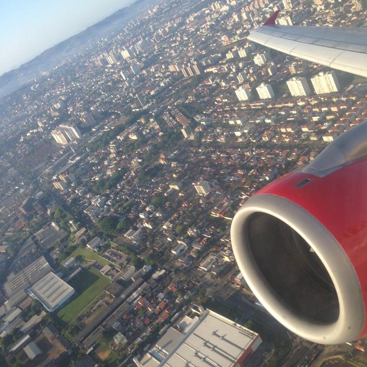 Aterrizando en el Aeropuerto Internacional de Porto Alegre, Brasil (Cortesía: Juan Pablo Díaz)