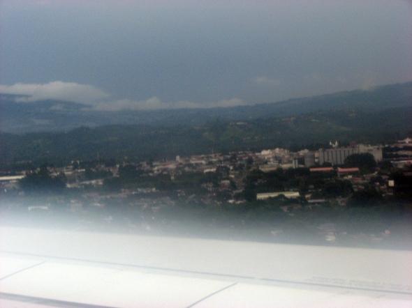 Descenso hacia el Aeropuerto Internacional Juan Santamaría de San José, Costa Rica (Cortesía: Dan Gamboa)