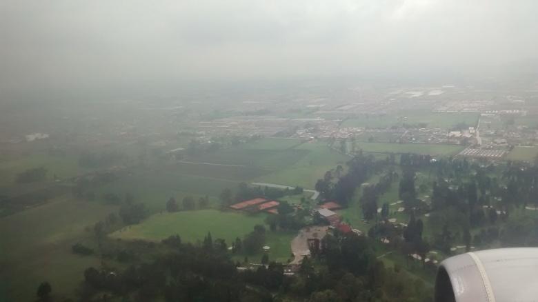 Descendiendo hacia el Aeropuerto Internacional El Dorado de Bogotá, Colombia (Fuente: Francisco Javier Victoria, alias Vicky)