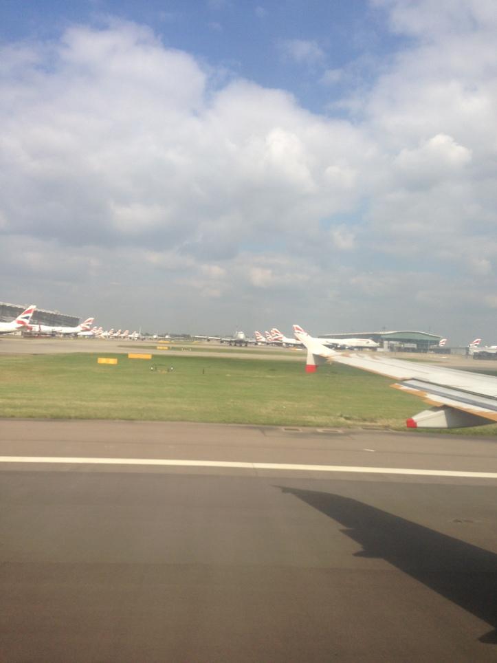 Descenso hacia el Aeropuerto Internacional de Heathrow en Londres, Reino Unido (Cortesía: Lucas Peña)