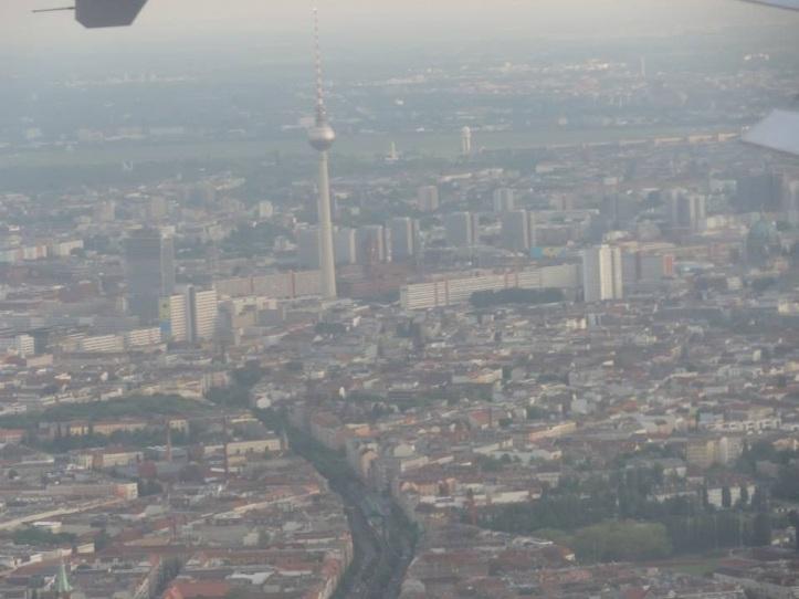Aterrizando en el Aeropuerto Internacional de Berlín, Alemania (Cortesía: Juan Pablo Díaz)