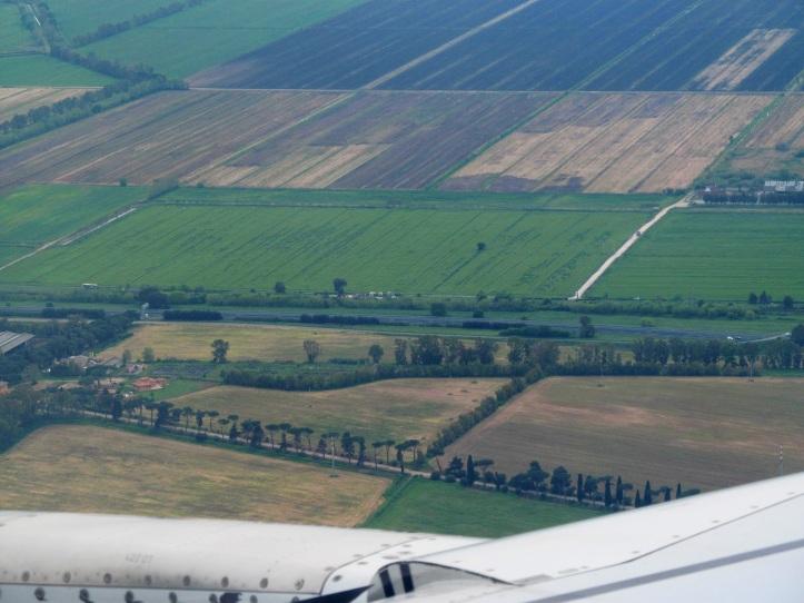 Descenso hacia el Aeropuerto Internacional Fuimicino en Roma (Cortesía: Ricardo Gutiérrez)