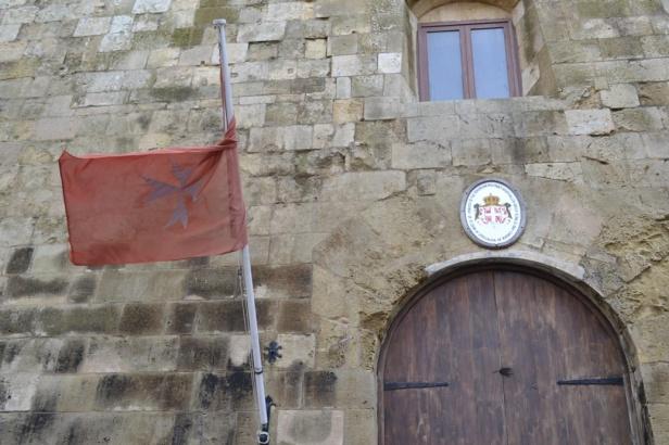 Embajada de la Soberana Orden de Malta - La Valletta, Malta / Embassy of the  Sovereign Order of Malta - Valletta, Malta / Por: Blog de Banderas