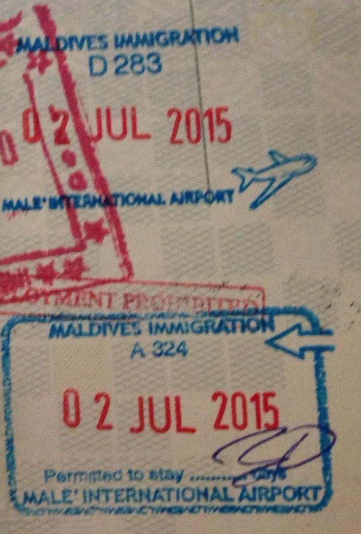 Sellos de Inmigración y Emigración en el Aeropuerto Internacional de Malé, Maldivas (Cortesía:  Pierre Thirion)