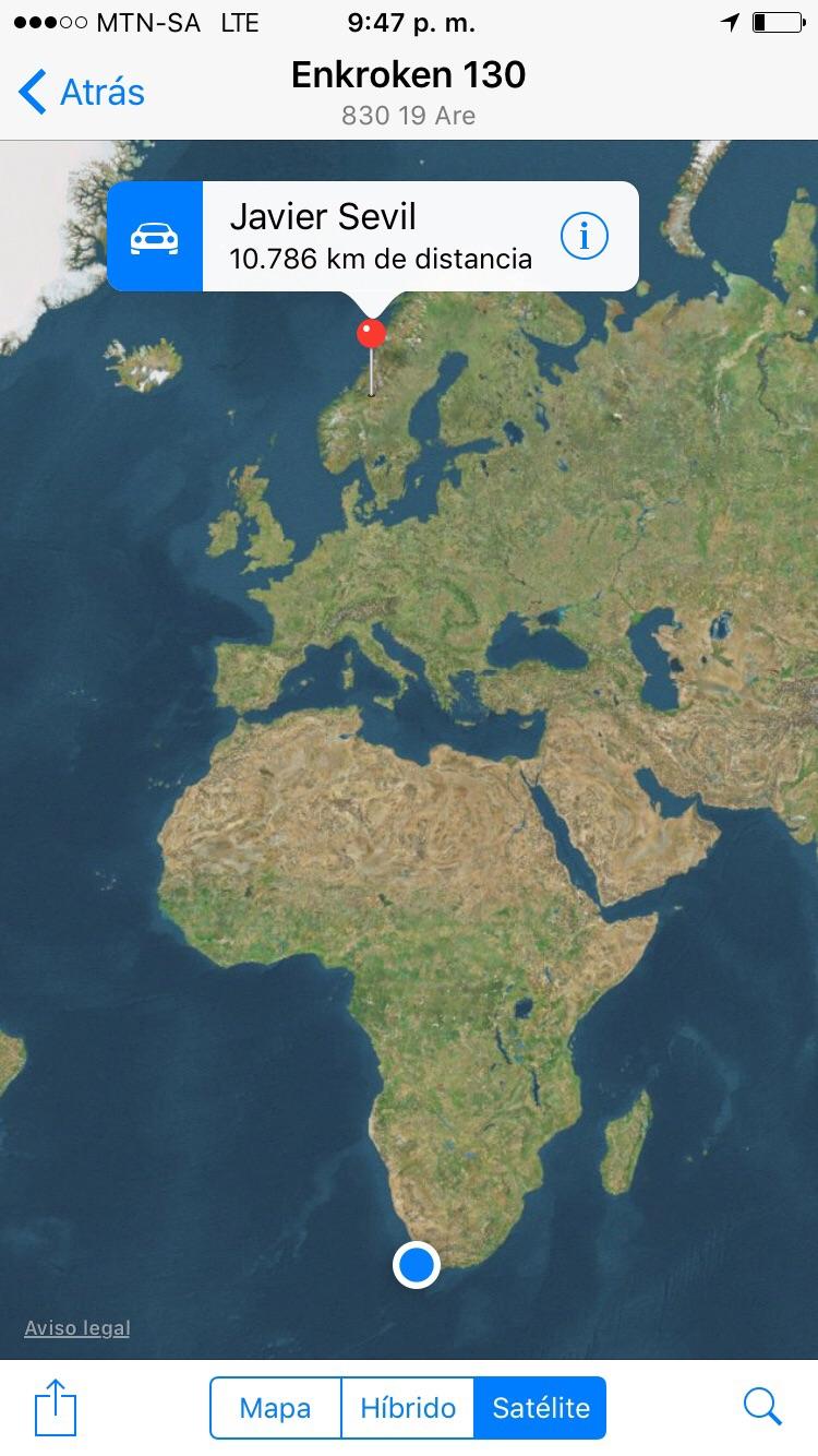 Javier camino al Cabo Norte y yo en el Cabo de Buena Esperanza... 2 continentes serían suficientes para evitar las malas influencias de Javier.