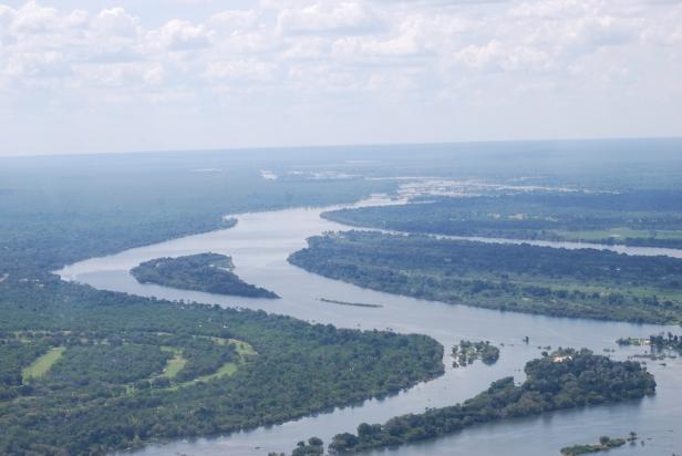 Río Zambeze entre Zambia y Zimbabwe
