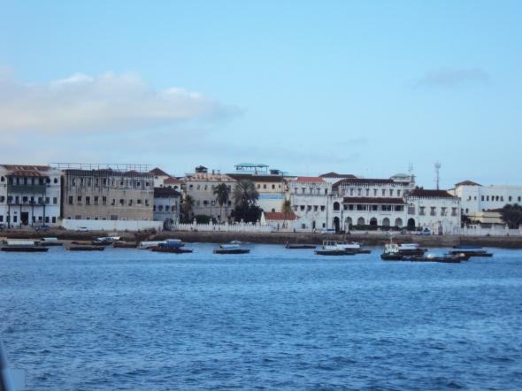 Stone Town vista desde el ferry que llega de Dar es Salaam
