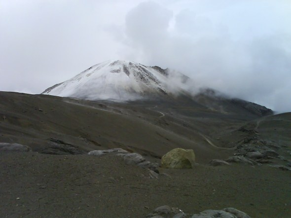 Cráter Arenas en el Nevado del Ruíz - Parque Nacional Natural de los Nevados, Colombia