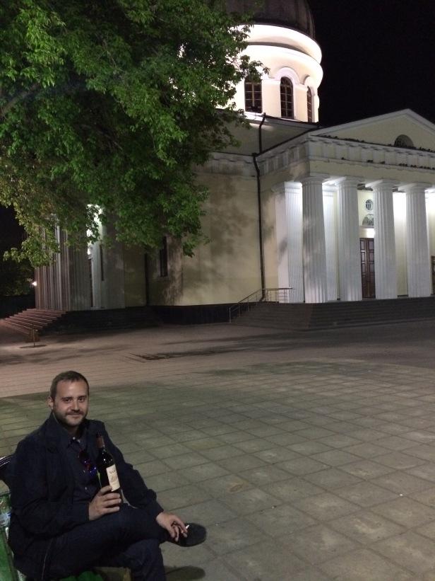 Plaza con la Catedral de la Natividad de noche