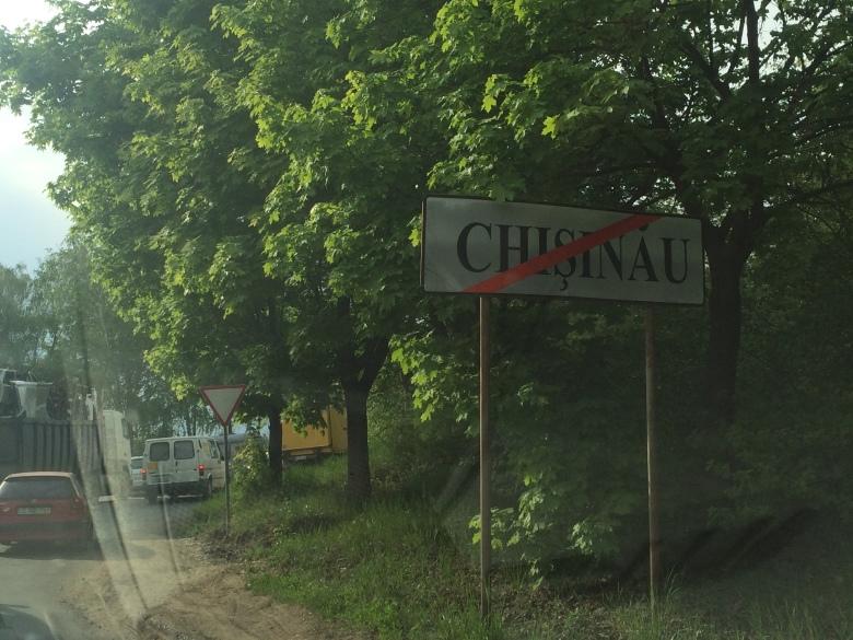 Abandonando Chisináu