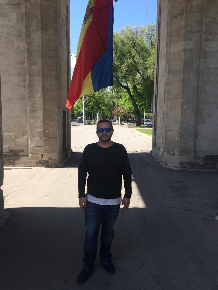 Bandera en el Arco del Triunfo