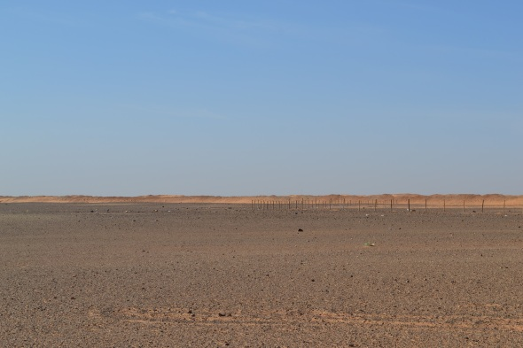 Muro de separación construido por Marruecos en el Sahara Occidental