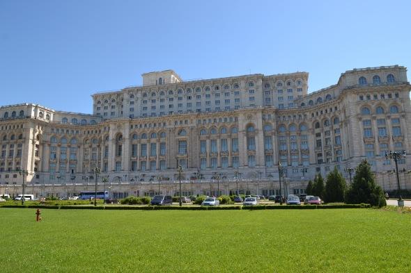 Palacio del Pueblo en Bucarest, Rumania (Fuente: el buen mapache)